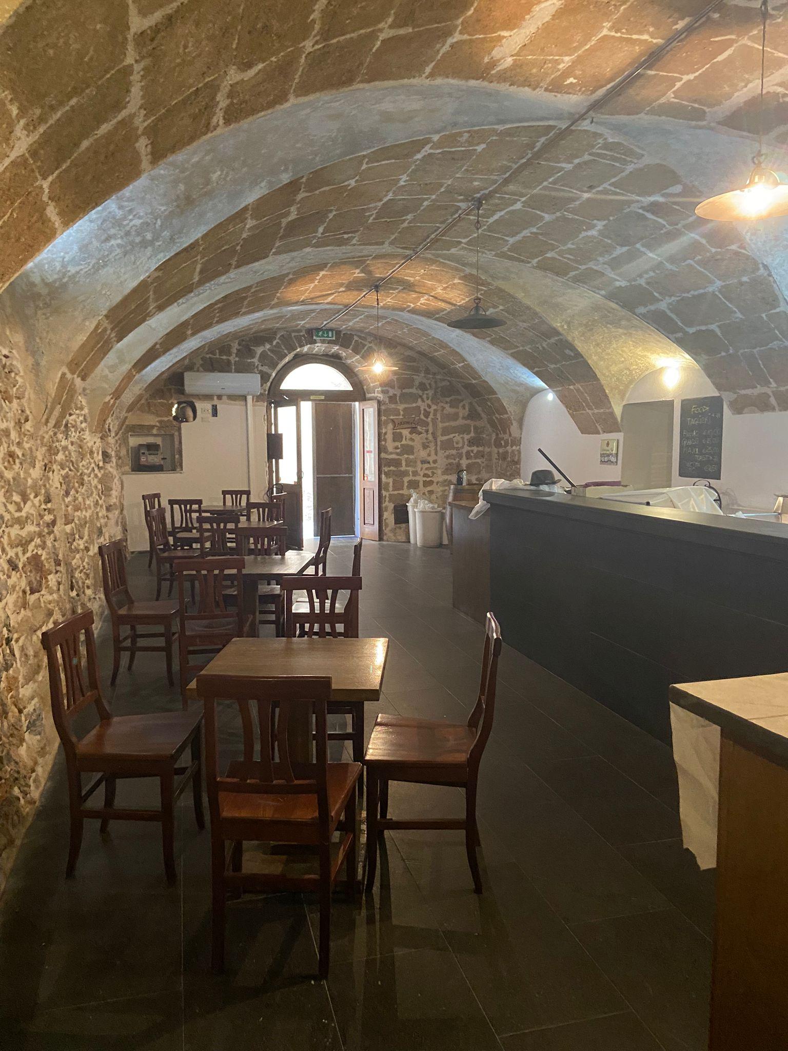 Alghero centro storico locale uso bar/ristorante